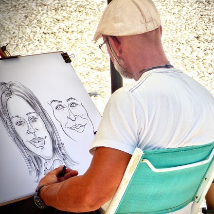 craft-person-charcoal-drawings-caricature-image-face-drawing-sketches-arts-and-crafts-art-craft-using_t20_O0X34E